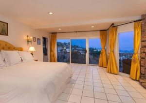 robin-thicke-sunset-strip-house-0112-480w