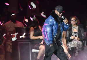 R. Kelly Performs At Oracle Arena