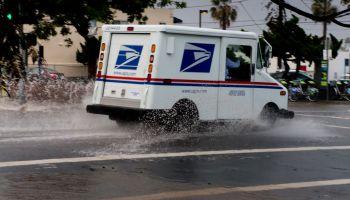 El Nino - Heavy rain slows down traffic