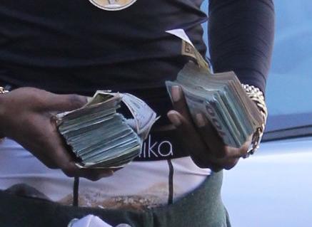 Fetty Wap flaunts large amounts of cash in Beverly Hills