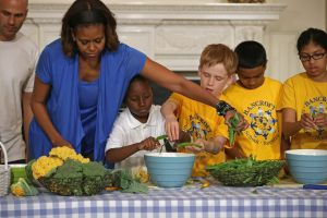 Michelle Obama And Local Students Harvest Crops From White House Kitchen Garden
