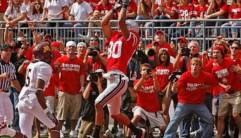 MARLIN LEVISON * mlevison@startribune.com Assign. #00004213K September 27, 2008] - GENERAL INFORMATION: Gophers football vs. Ohio State IN THIS PHOTO: Buckeye fans react along the side line to Brian Robiskie's catch in the end zone as he beat Gophers def