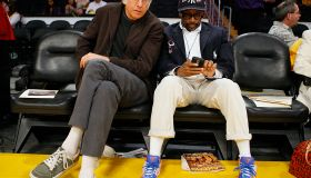 (Los Angeles, CA – Tuesday, May 18, 2009) Larry David, left, and Spike Lee sit courtside before the